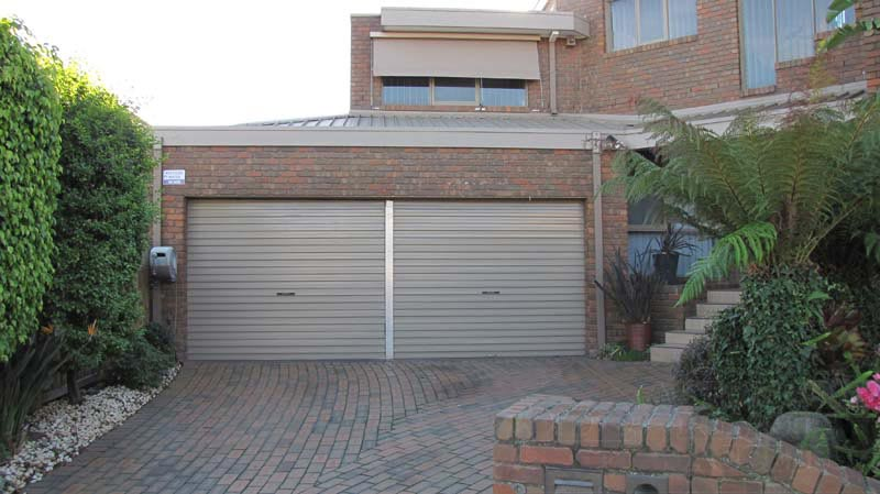 Jasper A Series Garage Roller Door With Center Mullion